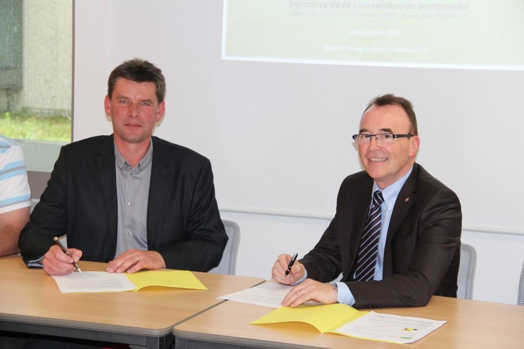 De gauche à droite : Hervé Lapie, Président de Symbiose ; Jean Louis Carlier, Directeur de projet RTE.