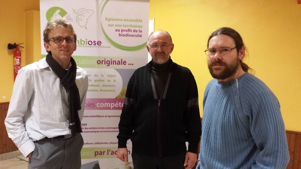 C. Urbaniak FRCCA, B. Collard Symbiose et J. Soufflot LPO sont intervenu pour parler des actions favorables à la biodiversité à St-Hilaire-le-Petit le 2 décembre 2014